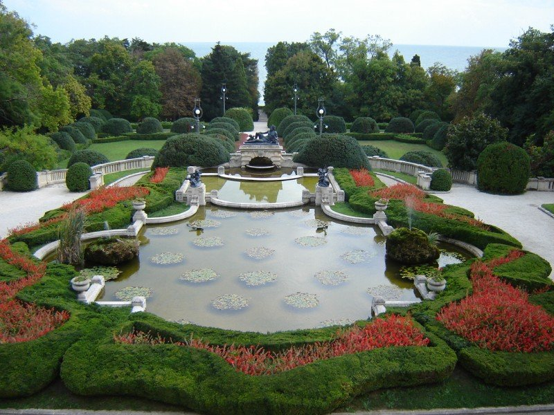 Поглед към парка на двореца