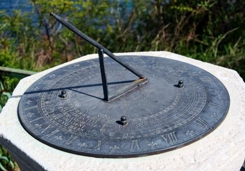 Слънчевият часовник в Евксиноград