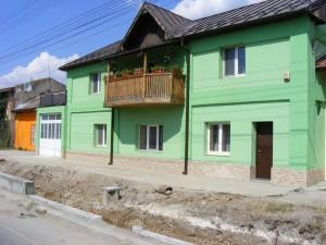 Селските къщи с натруфени покриви и огради, Румъния