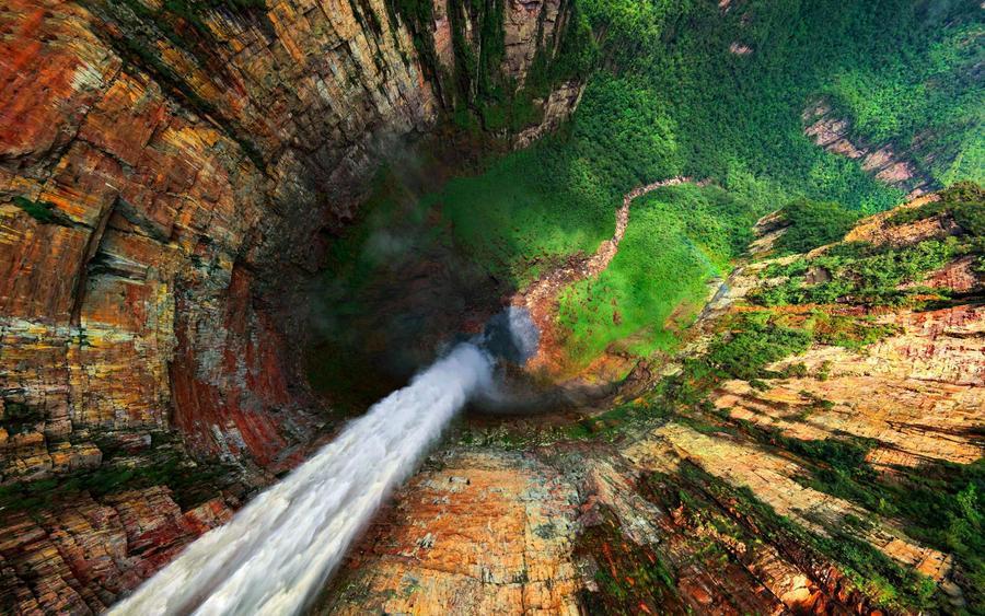 Водопадът Dragon част водопадите Angel, намиращи се във Венецуела. Най- високият водопад в света.