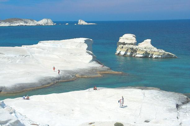 Плажът Саракинико (Sarakiniko Beach) в Милос